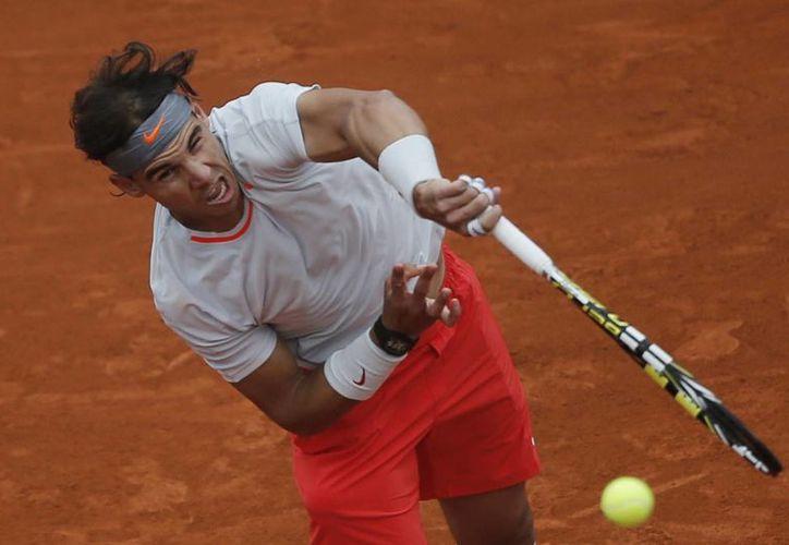 Nadal tiene que ganar seis encuentros en los 10 últimos días del torneo si quiere conservar el trofeo. (Agencias)