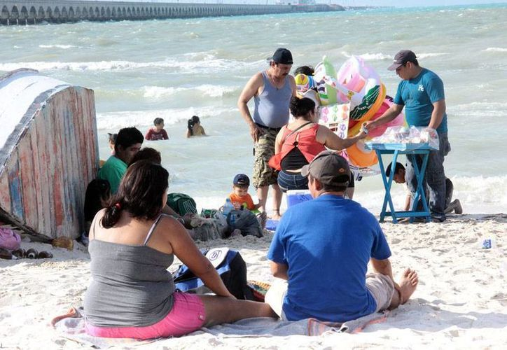 Los empresarios de Yucatán insisten en que el Gobierno extienda a dos meses las vacaciones de verano. La imagen del puerto de Progreso está utilizada sólo como contexto. (Milenio Novedades)