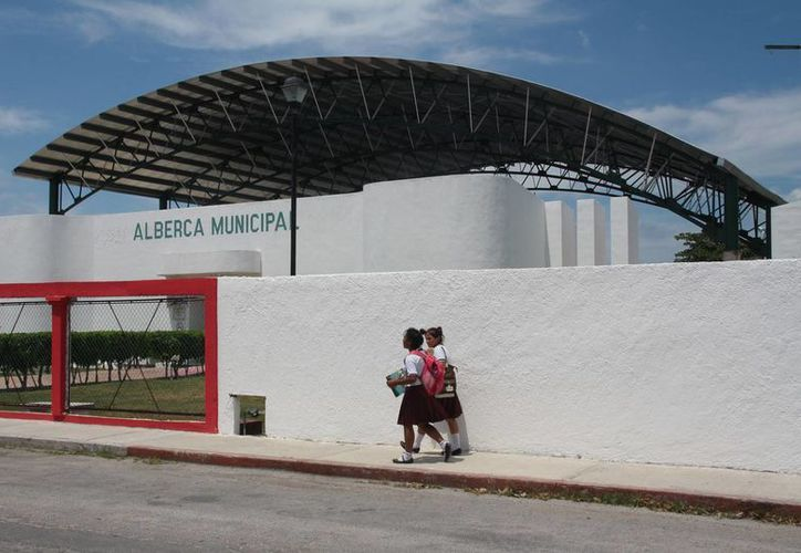La construcción del domo de la alberca semiolimpica sin concluir. (Julián Miranda/SIPSE)