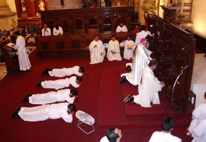 Jóvenes seminaristas se comprometen con el Señor. (Christian Ayala/SIPSE)
