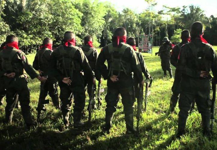 El Ejército de Liberación Nacional (ELN) mantiene en la actualidad unos mil 500 combatientes, según cifras oficiales del Ejército de Colombia. (Captura de pantalla de YouTube)