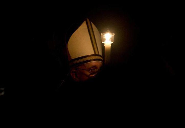 """La Vigilia Pascual o """"Lucernario"""" es uno de los ritos más antiguos de la liturgia y se celebra en esta noche del Sábado Santo. (Agencias)"""
