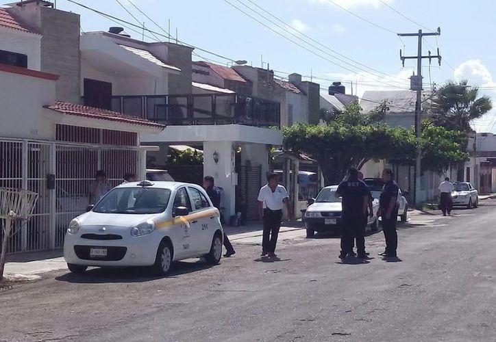 Las autoridades mantienen operativos permanentes de vigilancia del servicio que brindan los taxistas. (Joel Zamora/SIPSE)