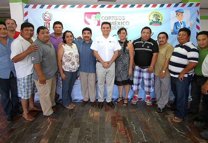 El alcalde visitó a los trabajadores del Servicio Postal Mexicano. (Cortesía/SIPSE)