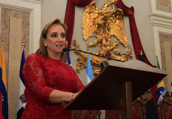 Claudia Ruiz Massieu anunció el inicio de operaciones de una línea telefónica para atención a migrantes mexicanas. (Archivo/Notimex)