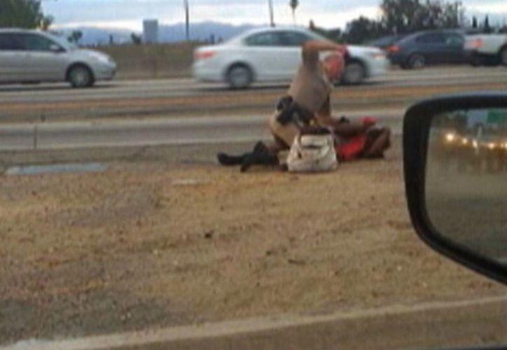 Las imágenes fueron suministradas por David Díaz, un automovilista que pasaba por el lugar. (Agencias)