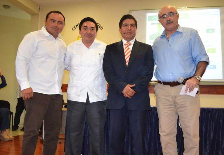 Ayer se realizó en Ticul una conferencia sobre derechos humanos, impartida por Enrique Díaz Aranda. (SIPSE)