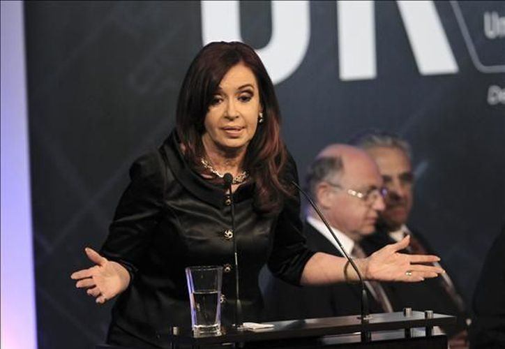 Continúa la tensión entre el gobierno de Cristina Fernández y el grupo de medios más grande de Argentina. (EFE)