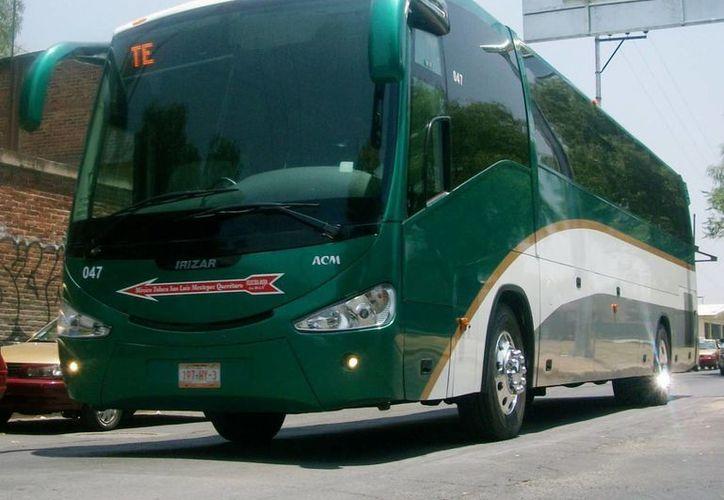 El autobús recibió cuatro impactos de bala y uno más segó la vida de un pasajero. (durangobus.blogspot.com/Contexto)