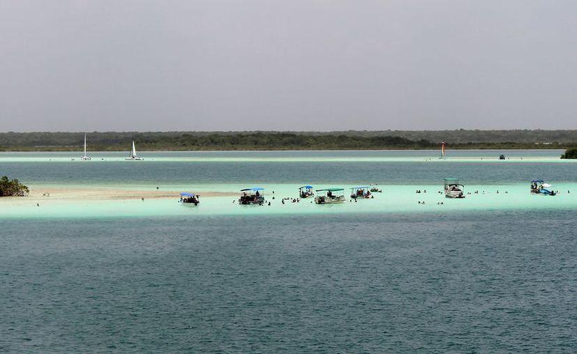 De acuerdo con la Sedetur Bacalar tiene un gran potencial para atraer turismo de alto poder adquisitivo. (Javier Ortiz/SIPSE)