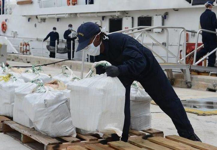 La nave llena de cocaína fue interceptada y revisada por las autoridades durante un patrullaje conjunto, en aguas caribeñas. La foto es de contexto para ilustrar la nota.(Archivo/AP)