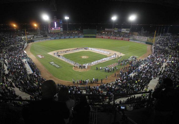 El estadio Hermosillo lució abarrotado en el encuentro. (Notimex)