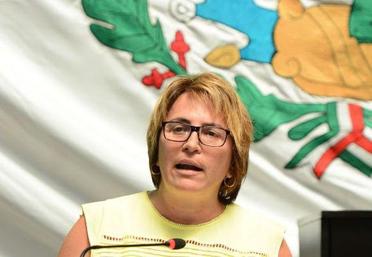 Coincidieron argumentos en tribuna de la diputada del PRD, Laura Beristáin Navarrete y el diputado del PRI Alberto Vado Morales. (Foto: Redacción / SIPSE)
