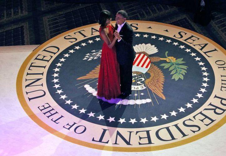 Los Obama robaron miradas en el baile de investidura. (Agencias)