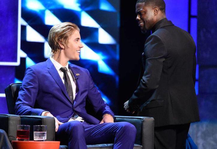 Escena del programa 'Roast', del canal Comedy Central, en el que Justin Bieber estuvo en la silla de los 'acusados'. El programa se trasmitirá el próximo 30 de marzo. (AP)