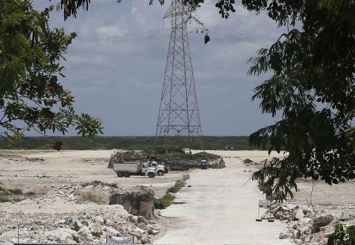 """El predio """"El Tucán"""" resguarda maquinaria que dejó de operar desde hace más de un mes. (Israel Leal/SIPSE)"""