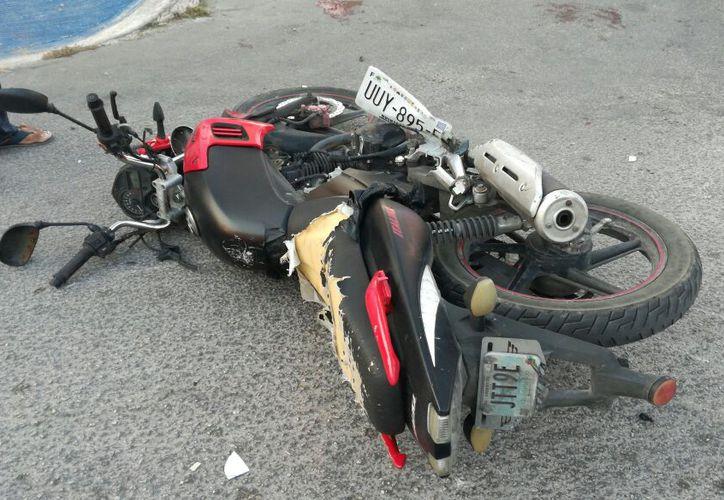 Motociclista fue embestido por un Volkswagen Vento que no respetó un alto de disco. (SIPSE)