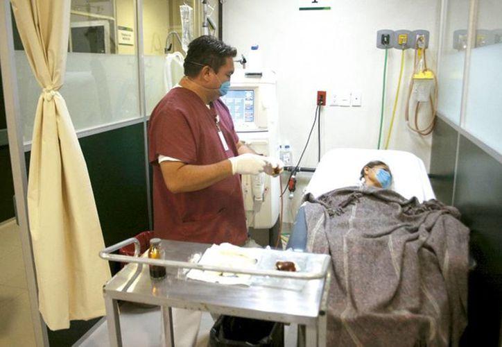 Con la atención oportuna el paciente puede evitar la pérdida del riñón. En la imagen una persona recibe hemodiálisis. (Milenio Novedades)