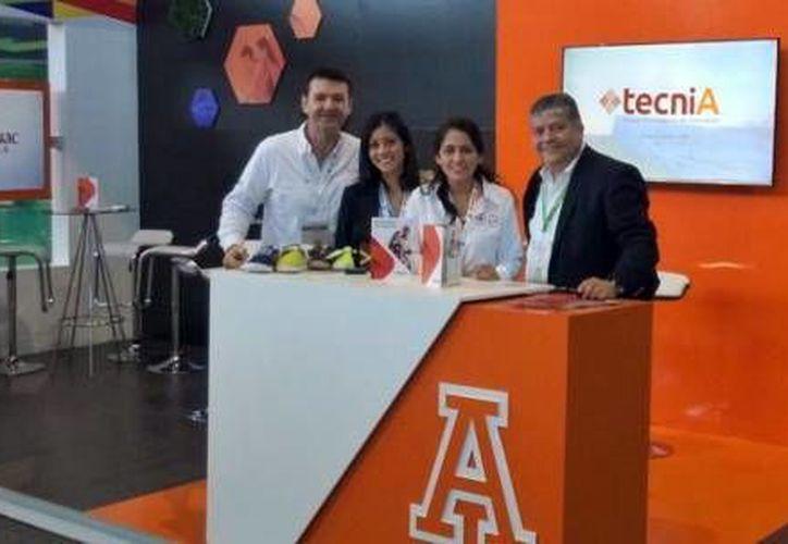 Integrantes de delegación yucateca que participa en la Semana Nacional del Emprendedor 2016. (Milenio Novedades)
