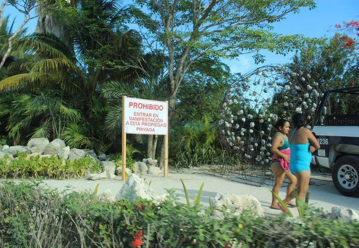 Desde mayo los pobladores salieron a las calles para luchar por la reapertura del acceso a la playa, que ha sido libre por 40 años. (Sara Cauich/SIPSE)