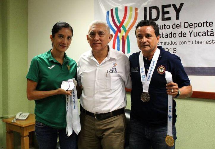 Rebeca del Río Trejo y Alejandro Rodríguez Padilla, atletas yucatecos, triunfaron en el Americas Masters Games. (SIPSE)