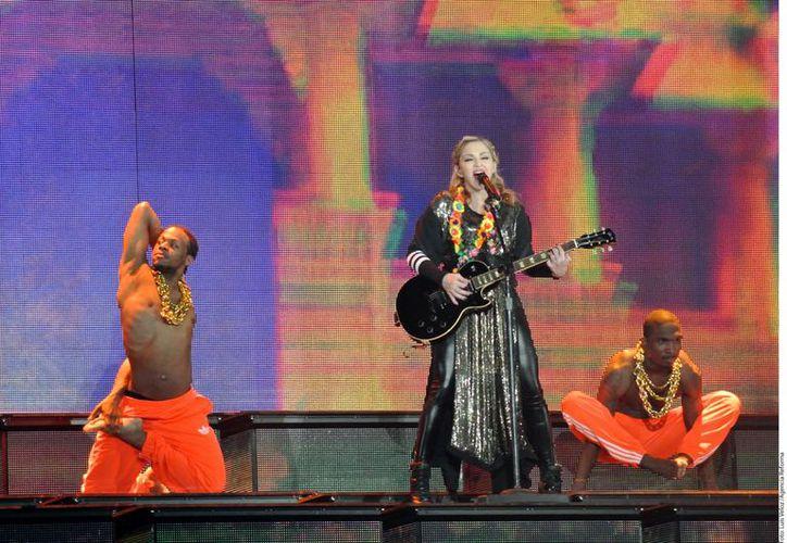 Madonna durante su concierto la noche del domingo, en la Ciudad de México. (Agencia Reforma)