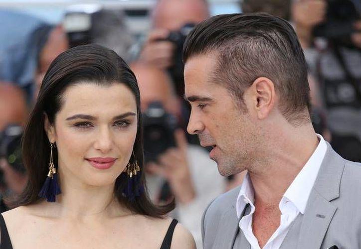 Colin Farrel dice que estar soltero le conviene. En la foto, con Raquel Weisz, su compañera de reparto en The Lobster, que promocionan en el Festival de Cannes.  (zeleb.es)