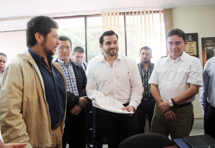 Imagen del Comité Directivo Estatal del PAN al momento de presentar la denuncia ante el INE. (Milenio Novedades)