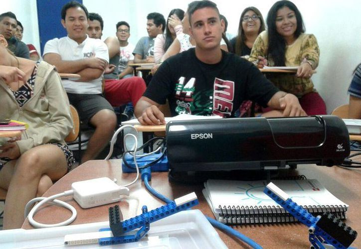 Las certificaciones Cisco tratan sobre configuración de redes en telecomunicaciones y conmutadas. (Francisco Gálvez/SIPSE)