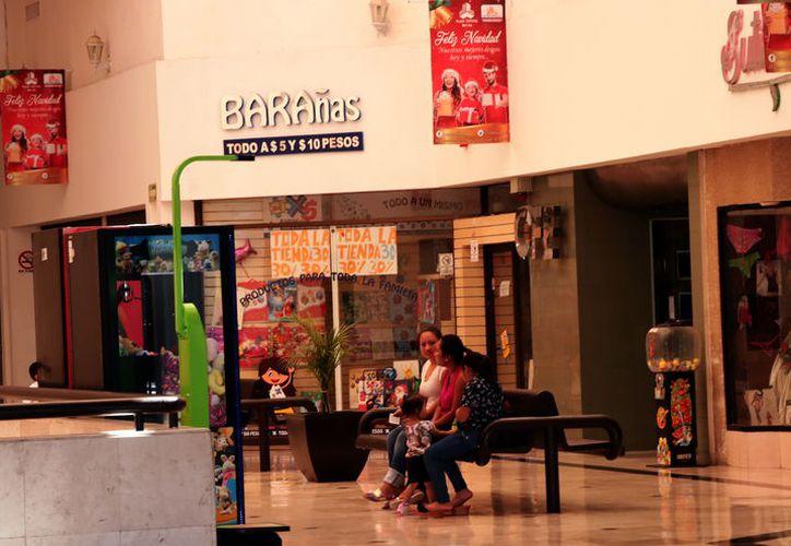 El centro comercial está en completo abandono desde hace varios meses. (Foto: Jorge Acosta)