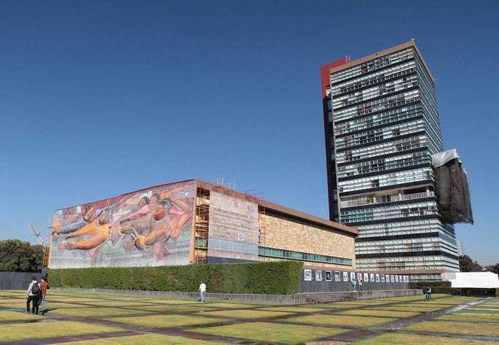 Según la SEP, sólo la UNAM y el IPN tienen problemas de saturación, por lo que hay suficientes espacios, en otras escuelas, para todos los jóvenes. Imagen de Ciudad Universitaria. (NTX-Archivo)