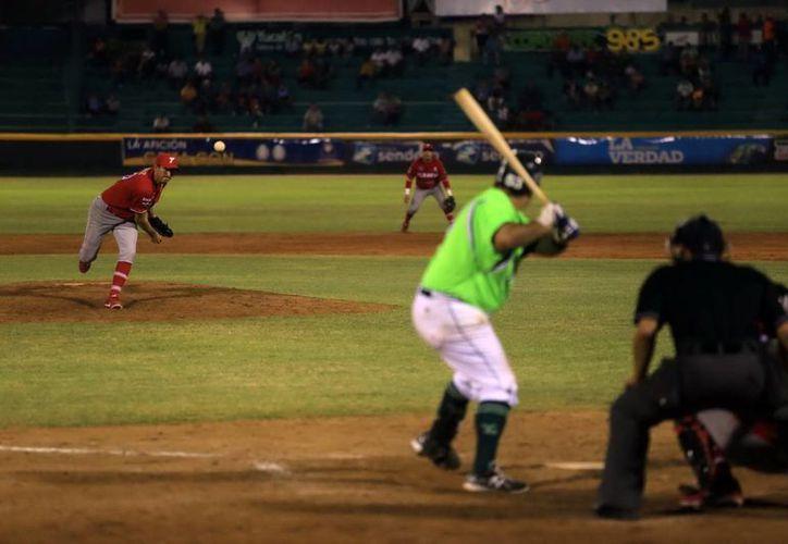 Los yucatecos se mostraron bien a la hora de batear. (Mauricio Palos/SIPSE)