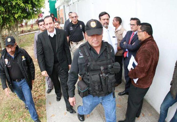 Arturo Bermúdez Zurita fue escoltado por agentes ministeriales al cereso de Pacho Viejo. (René Corrales/diariodexalapa.com.mx)