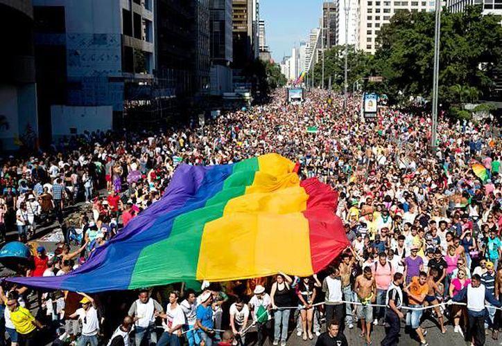Miles de personas marcharon en Brasil contra la homofobia. (emol.com)