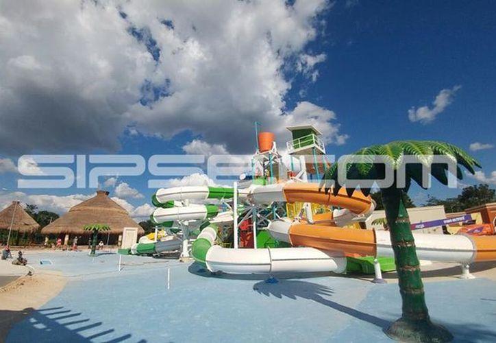 El parque acuático consta de ocho toboganes además de múltiples juegos de agua, como una zona de surf. (SIPSE)