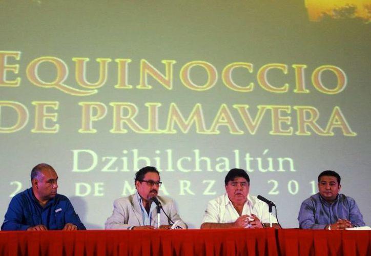 Funcionarios del INAH y del gobierno de Yucatán en conferencia de prensa para informar del operativo con motivo del equinoccio de primavera en las zonas arqueológicas. (Cortesía)