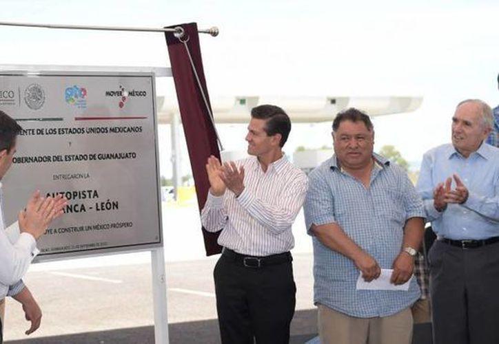 Peña Nieto entregó las obras de la carretera Salamanca-León, en Guanajuato. (Presidencia)