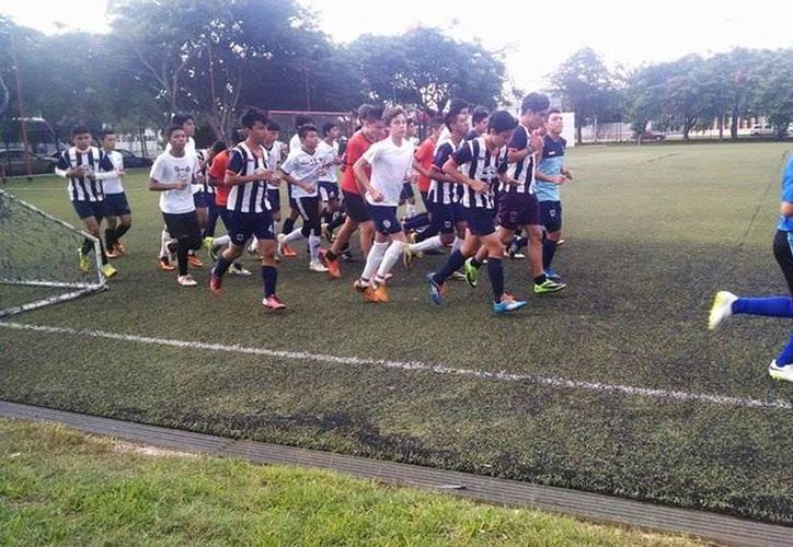 Jugadores de Deportiva Mérida se preparan para el torneo. (Milenio Novedades)