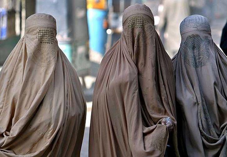 Francia sancionó en 2010 una ley que prohíbe ocultarse el rostro en la calle y otros lugares públicos.(Archivo/EFE)