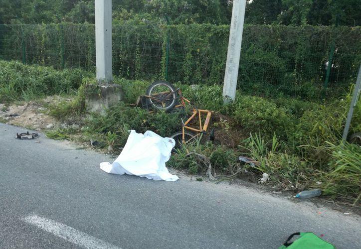 Un hombre que iba en triciclo fue atropellado y murió al instante. (Foto: Octavio Martínez)