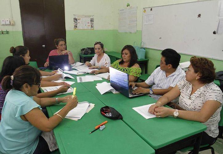 Profesores durante cuarta sesión del Consejo Técnico Escolar (CTE). (Milenio Novedades)