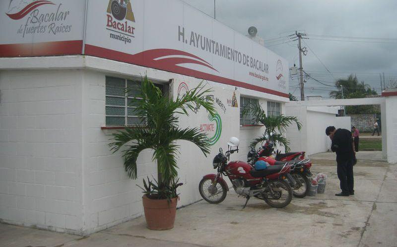 El nuevo gobierno continuará realizando el trabajo administrativo a favor de los bacalarenses. (Javier Ortiz/SIPSE)