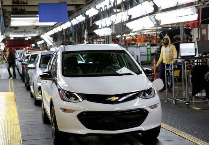 La radiotelevisión pública canadiense CBC informó hoy que los empleados de la planta de Oshawa han empezado a abandonar la planta a petición de Unifor. (AP)