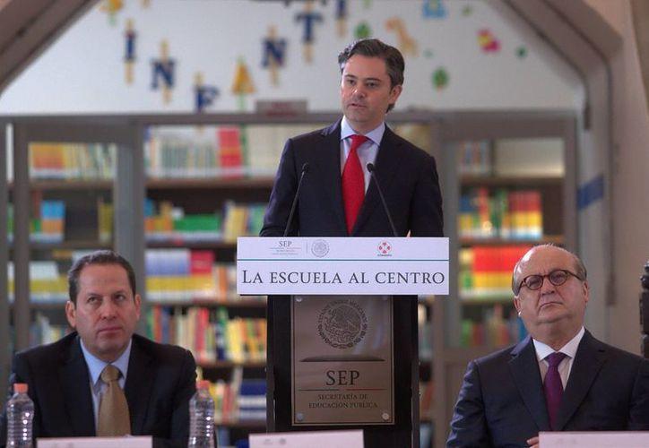 Con el anuncio de seis puntos básicos, el titular de la SEP, Aurelio Nuño Mayer, presentó el Plan La Escuela al Centro, como primer paso de este año para concretar la reforma educativa. (Notimex)