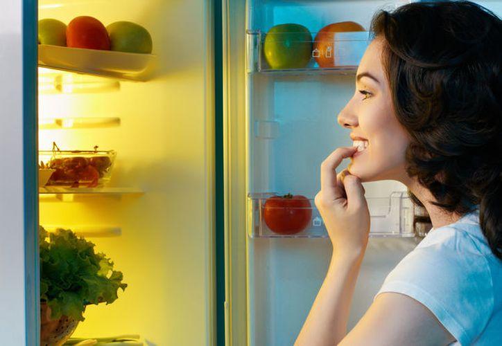 Durante el día debes comer bien para evitar los atracones nocturnos. (Foto: Contexto)