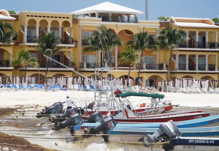 Debido al poco turismo que recorre el destino, los prestados de servicios optan en esta temporada por bajar sus precios.  (Octavio Martínez/SIPSE)