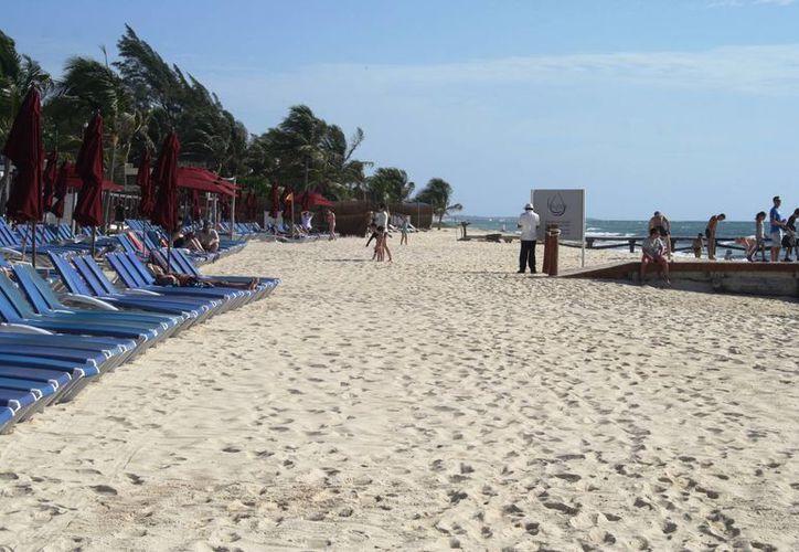 Un tramo de playas de Xcalacoco ha sido privatizado por un par de hoteles. (Octavio Martínez/SIPSE9