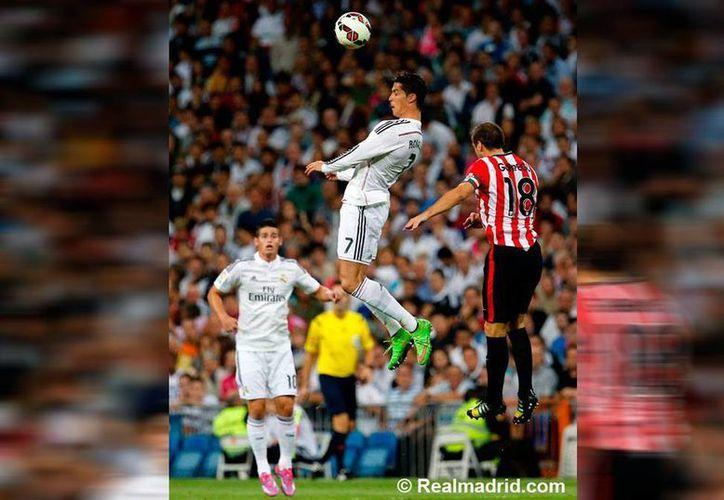 """En el encuentro ante Bilbao Cristiano Ronaldo firmó su tercer """"hat trick"""" de la temporada para llegar a 13 dianas; Karim Benzemá colaboró con doblete. (Facebook/Real Madrid CF)"""