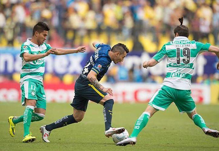 Con goles de Oribe Peralta, al minuto 45 y del colombiano Andrés Andrade, al 92, el América venció este sábado al Santos Laguna en la quinta jornada del Clausura 2016. (Imágenes de Mexsport)