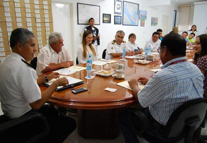Autoridades en Progreso se organizaron para celebrar el Día de la Marina. (Gerardo Keb/Milenio Novedades)